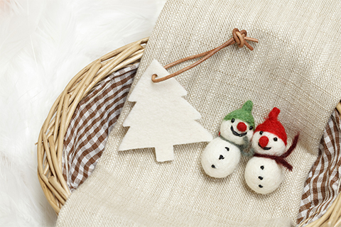 how-to-make-homemade-christmas-ornaments-using-felt