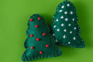 how-to-make-homemade-christmas-ornaments-using-felt02